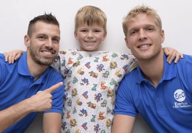Everton spreads Christmas cheer to sick children at Liverpool's world renowned Alder Hey Children's Hospital